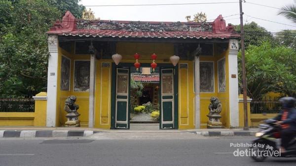 Tampak depan Tjong A Fie Mansion. Gapura dan Pintunya serasa masuk ke dalam perguruan silat di film Klasik Tiongkok