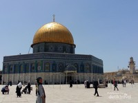Kubah Shakhrah atau dome of the rock di saat siang