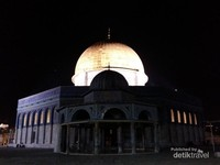 Kubah Shakhrah atau dome of the rock disaat malam