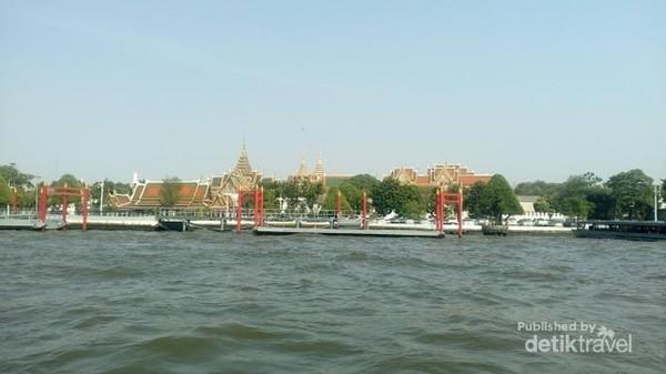 Suasana saat melintas sungai Chao Phraya