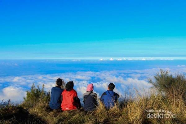 Lautan awan dari puncak Gunung Butak