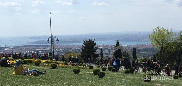 Bukit Camlica yang cantik dan lagi hits saat ini di Turki