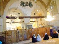 Masjid yang bercampur dengan museum dan makam para sufi