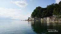 Danau Toba juga bisa dinikmati dari Parapat