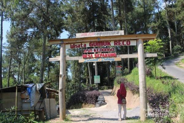 Gerbang wisata Gumuk Reco.