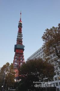 Tokyo Tower merupakan struktur tertinggi di Jepang hingga 2012, tergeser oleh Tokyo Skytree