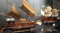 Berbagai miniatur dari perahu yang digunakan bangsa asing saat menginvasi Indonesia