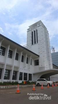 Museum menempati bangunan kuno yang ada di kompleks kantor pusat Indonesia Port Corporation (IPC)