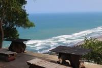Pemandangan lautan lepas dari area watugupit.