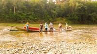 Aktivitas river tubing dan permainan air lainnya di Sungai Subayang