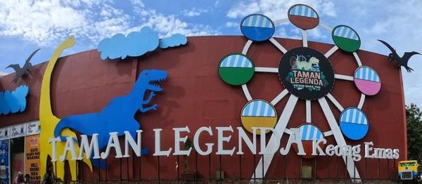 Terdapat berbagai wahana permainan seru di Taman Legenda Keong Mas