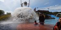 Traveller bisa juga bermain air di wahana Anak Tirta, kolam renang dangkal yang aman untuk si kecil