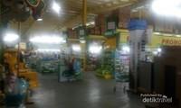 Area bermain ini jadi satu tempat dengan area belanja Assalam Hypermarket