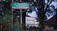 Semeroestraat, Jalan Semeru. Salah satu yang populer adalah Rujak manis Semeru yang melegenda. berdekatan dengan jalan Ijen. (Foto: Aryasuta)