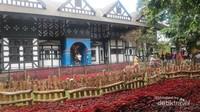 Farm House yang terkenal dengan bangunan bergaya Belanda