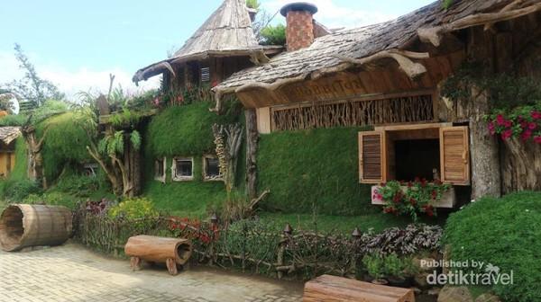 Selain itu terdapat kota Hobbit dan aneka hewan yang lucu dan imut di Farm House