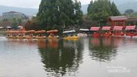 Di Floating Market Lembang terdapat aneka permainan seru yang menarik