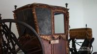 Salah satu koleksi Kereta Kuda yang ada di Keraton Surakarta. Kita akan banyak belajar tentang masa lalu negeri kita