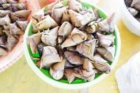 Kicang, makanan khas Tionghoa yang terbuat dari ketan dengan balutan daun bambu khusus