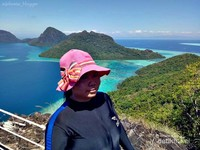 Selfie di View Point Puncak Bukit Karst Pulau Bohey Dulang