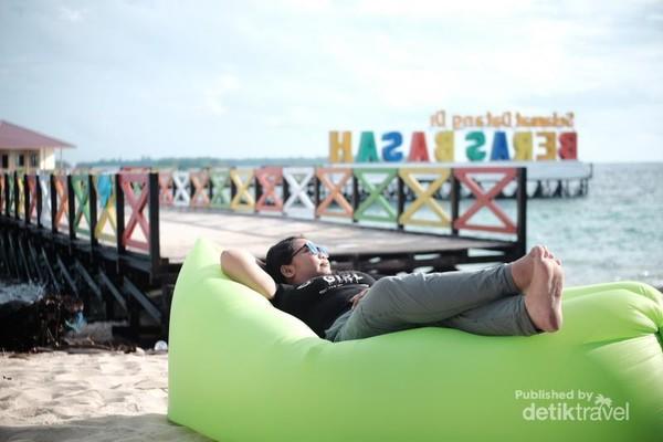 pulau beras basah memang tempat santai yang sempurna
