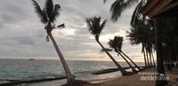 pulau beras basah memiliki spot sunrise dan sunset yang indah.
