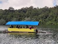 Menaiki Rakit di Danau Lingkat