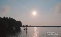 Matahari terbenam di Pulau Pramuka.