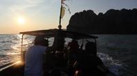 Serunya sensasi menaiki Long-tail Boat dari Pantai Aonang menuju Pantai Railay
