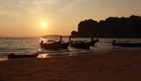 Eksostisme matahari senja di Pantai Railay