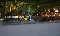 Menyambut malam dengan bercengkrama di resort sekitar pantai Railay