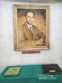 Dr. Adhyatma yang dulunya juga Menteri Kesehatan RI