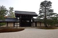 Tenryu-ji merupakan kuil Zen, merupakan yang utama dari lima kuil Zen besar di Kyoto
