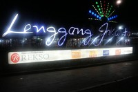 Langgeng Jakarta merupakan pusat jajanan dan souvenir yang ada di kawasan Monas