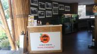 Jika ingin hidangan khas Sunda dengan nuansa yang khas, terdapat Gubug Mang Engkin yang berlokasi di Ancol