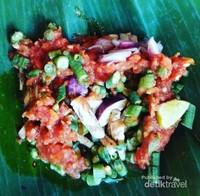 Beberug Terong, menu pendamping ini seperti sambel lalap.Hampir di semua rumah makan di Lombok, menyediakan menu ini.