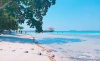 Pulau Semak Daun yang indah dan bersih.