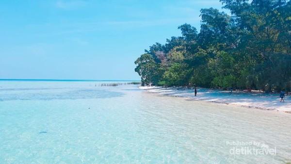 Pantai Pulau Semak Daun.