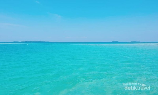 Indahnya gradasi warna di Pulau Semak Daun.