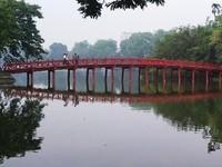 Penampakan jembatan merah yang dinamai The Huc