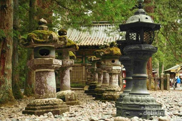 lentera batu hadiah dari daimyo Date Masamune