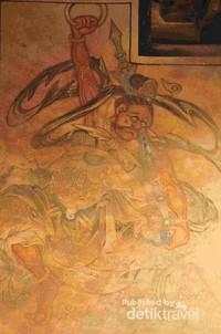 Lukisan Dewa di dinding