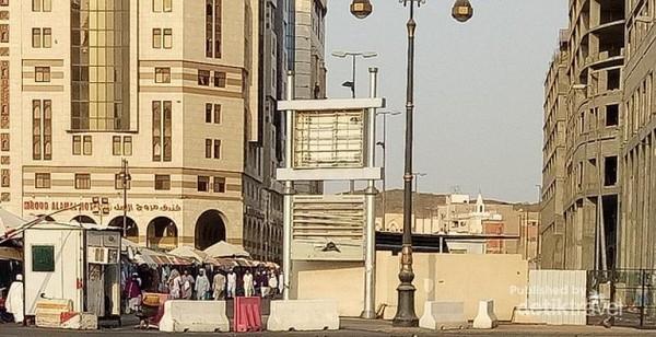Suasana di sekitar pintu 15 Masjid Nabawi.