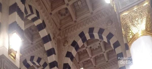 Interior Masjid Nabawi, cantik!