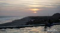 Matahari yang mulai tenggelam dapat dinikmati dengan jelas dari tempat ini.