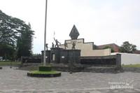 Monumen yang terdapat di titik 0 km.