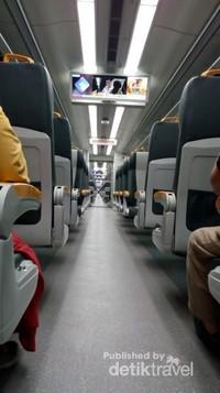 Kereta api bandara yang nyaman dan anti macet.