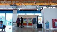 Mesin tiket otomatis kereta bandara yang ada di stasiun BNI City.