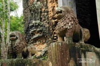 Patung Singa Penjaga Candi