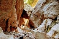 Menyusuri gua ini sambil menimati aliran sungai disepanjang gua ini akan menjadi semacam petualangan yang sangat seru.